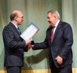представитель авторского коллектива Эдуард Антонов на церемонии награждения
